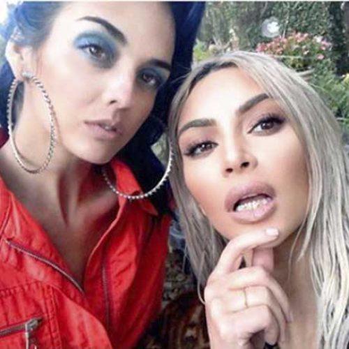 Kim Kardashian viser frem ny 'grill'